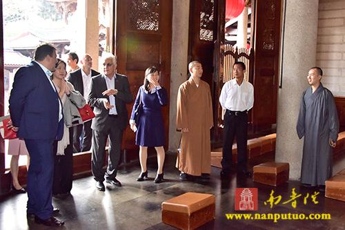 澳大利亚达尔文市市长一行参访南普陀寺