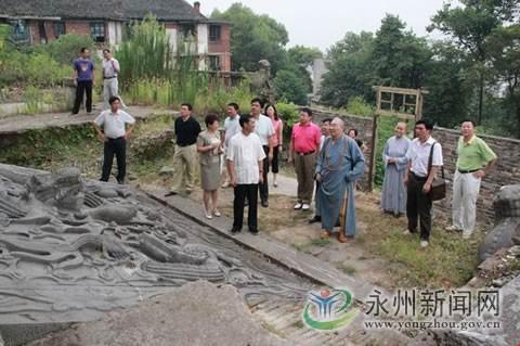 在听取了零陵东山景区管委会的情况汇报后,他认为东山景区建设要充分