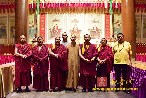 西藏党外代表人士参观团到南普陀寺参访