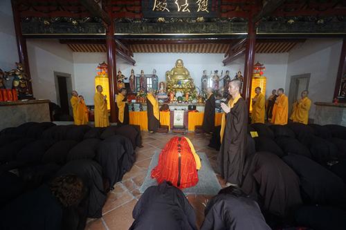 石室禅院于药师佛圣诞日举行消灾法会及皈依仪式