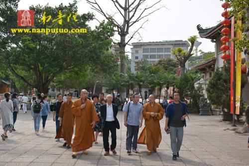 合肥市政协副主席储昭平一行到南普陀寺参观调研
