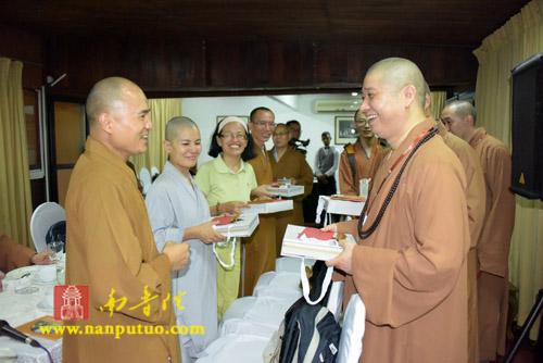中国佛教协会副会长则悟大和尚亲切会见在斯里兰卡中国留学僧