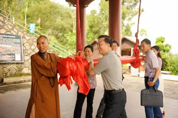 厦门市人大常委会副主任刘绍清一行到石室禅院视察调…
