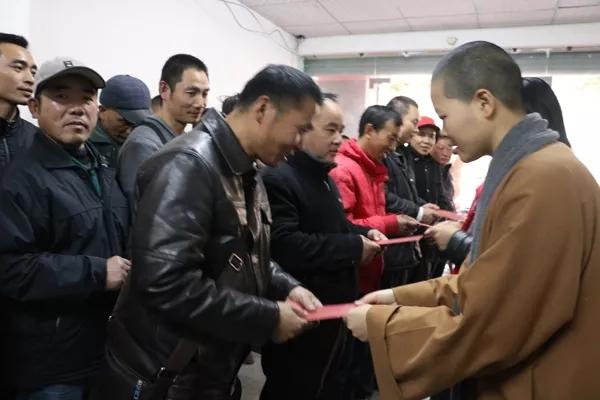 南普陀寺慈善会送上节前新春慰问,温暖80位困难群众