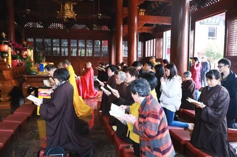 大年初一 数千游客和信众到厦门鸿山寺拜年又拜佛