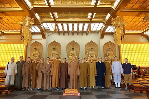 重庆九龙坡区佛教协会一行到虎溪岩寺参访