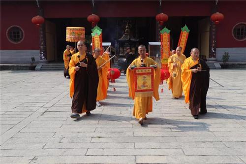 梵天禅寺戊戌年四月初九隆重举行传授三皈依法会