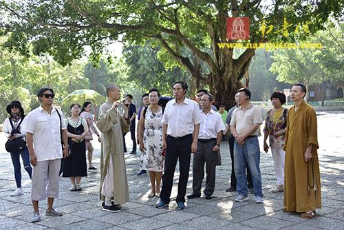 贵州省政协一行到南普陀寺参访交流