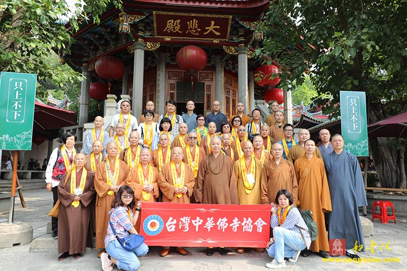 台湾中华佛寺协会一行到南普陀寺参观