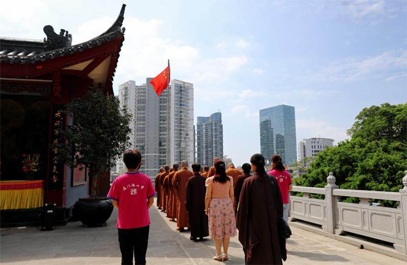 """""""迎中秋 • 庆国庆"""" 鸿山寺举行国庆升国旗仪式"""