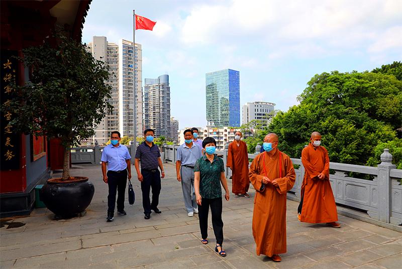 福建省民族宗教厅二级巡视员萨支农一行到鸿山寺开展工作调研