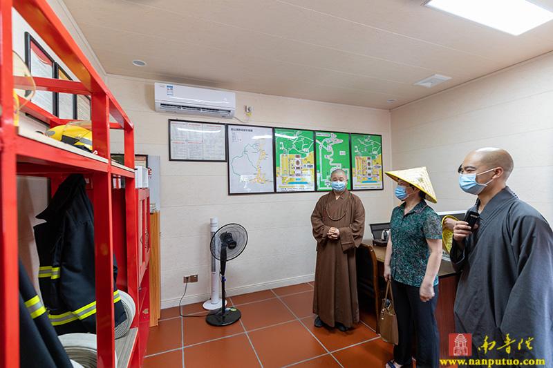 福建省民宗厅二级巡视员萨支农一行在南普陀寺开展专题调研